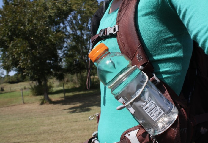 5 Easy Ways to Attach a Water Bottle to Your Backpack Strap | 99Boulders