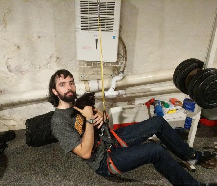 Testing climbing slings by cinching down knots