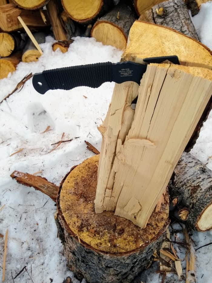 Splitting wood with the Elk Ridge ER-272